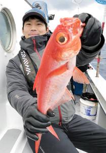 新島沖で釣れた良型のキンメダイ(ほうえい丸で)