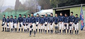 合同練習で関西女子チームにあいさつをする南都1年生チーム