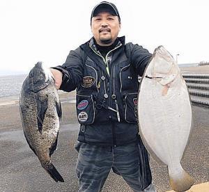 兵庫・姫路市で良型ヒラメとチヌを釣った安達さん