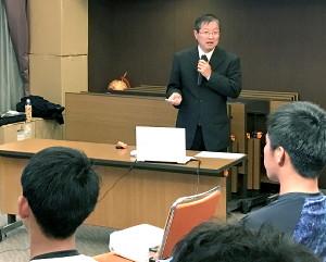 ロッテの若手は東京歯科大・武田教授による口腔健康セミナーを受ける