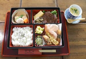 里見香奈女流名人、伊藤沙恵女流二段の昼食は、野田市内の寿司店「寿司常」の特製弁当