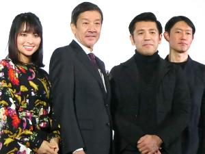 (左から)水崎綾女、奥田瑛二、照屋年之監督、筒井道隆