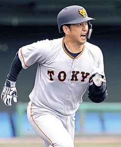 3回1死一、二塁、右中間への2点二塁打を放った中島宏之