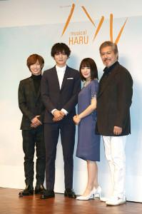 ミュージカル「ハル」の製作発表会に出席した左から七五三掛龍也、薮宏太、北乃きい、今井清隆