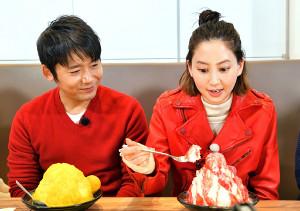 河北麻友子(右)はロザン・菅広文とともに阪神百貨店、