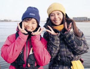 今回の先生は女子高生の杉野美星さん(左)