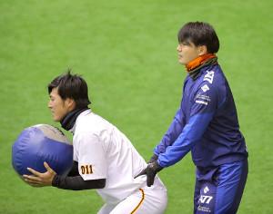 昨年12月には、杉内コーチにも指導を受けた高井俊。毎日がけが克服との戦いだ。