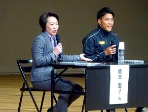 講演したJOCの橋本聖子副会長(左)。右は陸上男子短距離の山県亮太