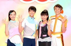おかあさんといっしょ出演者交代発表会に出席した(左から)秋元杏月、福尾誠、上原りさ、小林よしひさ