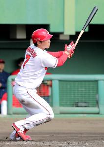 5回無死一塁、中越え2ラン本塁打を放った堂林