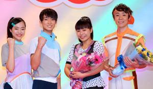 出演者交代発表会に登壇した(左から)秋元杏月、福尾誠、上原りさ、小林よしひさ