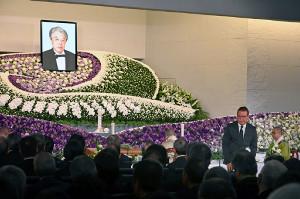 第一プロダクション元社長・岸部清さんの告別式で弔辞を読む千昌夫
