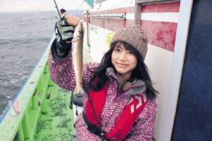由梨ちゃんが釣り上げた24センチの良型シロギス(弁天屋で)