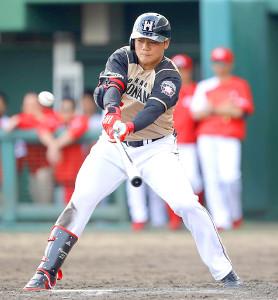 9回に適時二塁打を放った日本ハム・清宮
