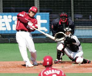 2005年開幕戦、球団公式戦初打点となる二塁打を放つ楽天・川口憲史