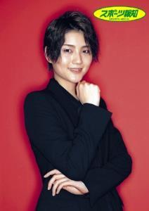 「赤と黒のイメージかな」と表現した作風通りのビジュアルで魅了する宙組スター・芹香斗亜