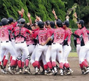 日大国際は18年10月13日、7季連続23度目の優勝を飾った