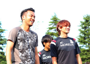 日本代表DF吉田(左)と元磐田FWカレンが関わるクラブ同士が提携