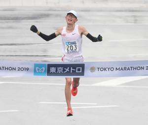 日本人トップの全体5位でゴールする堀尾謙介(カメラ・宮崎 亮太)
