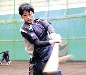 トス打撃に取り組む日本製紙石巻・石黒