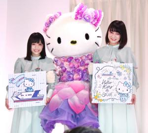 ハローキティとのコラボレーションを喜んだSTU48の岩田陽菜(左)と田中皓子