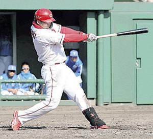 4回1死満塁、広島・鈴木誠也が左中間へ満塁本塁打を放つ(カメラ・豊田 秀一