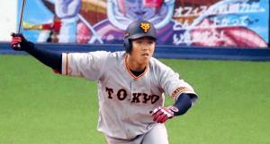2回無死一塁、田中俊が左中間に適時三塁打を放つ(カメラ・池内 雅彦)