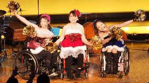 BEYOND GIRLSの(左から)梅津絵里、小澤綾子、中嶋涼子
