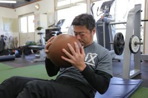 トレーニングに励む上原浩治(カメラ・杉山 彰一)