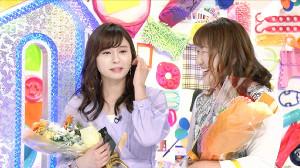 番組の最終回撮影で涙を流すテレビ東京・角谷暁子アナウンサー(左)と北斗晶