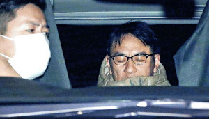 東京湾岸署に移送されるピエール瀧容疑者