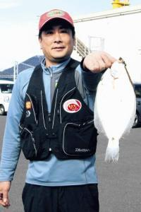 福岡・北九州市で良型カレイを仕留めた門司サーフの岩佐会長