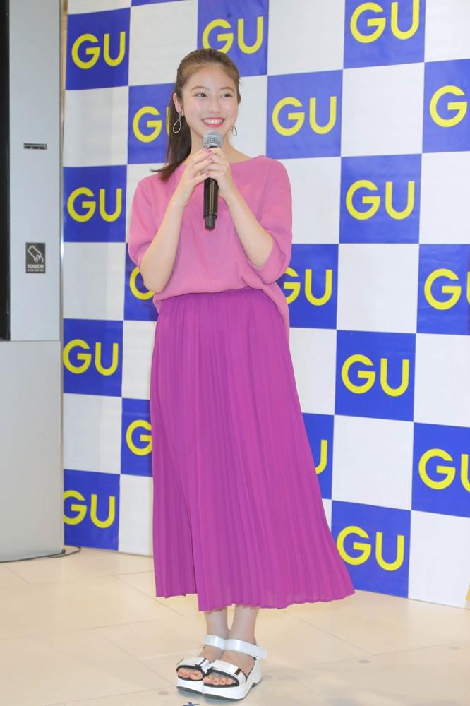 今田美桜「春らしいカラーを着て外に出歩きたい」、ジーユー渋谷