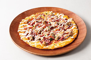 新発売の丸佳浩×ピザーラ「丸の丸型ホームランミートピザ」