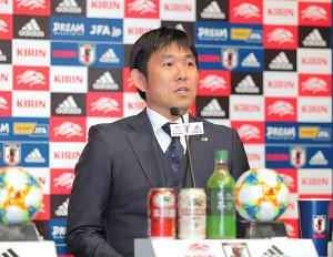 日本代表メンバーを発表する森保一監督(カメラ・生澤 英里香)