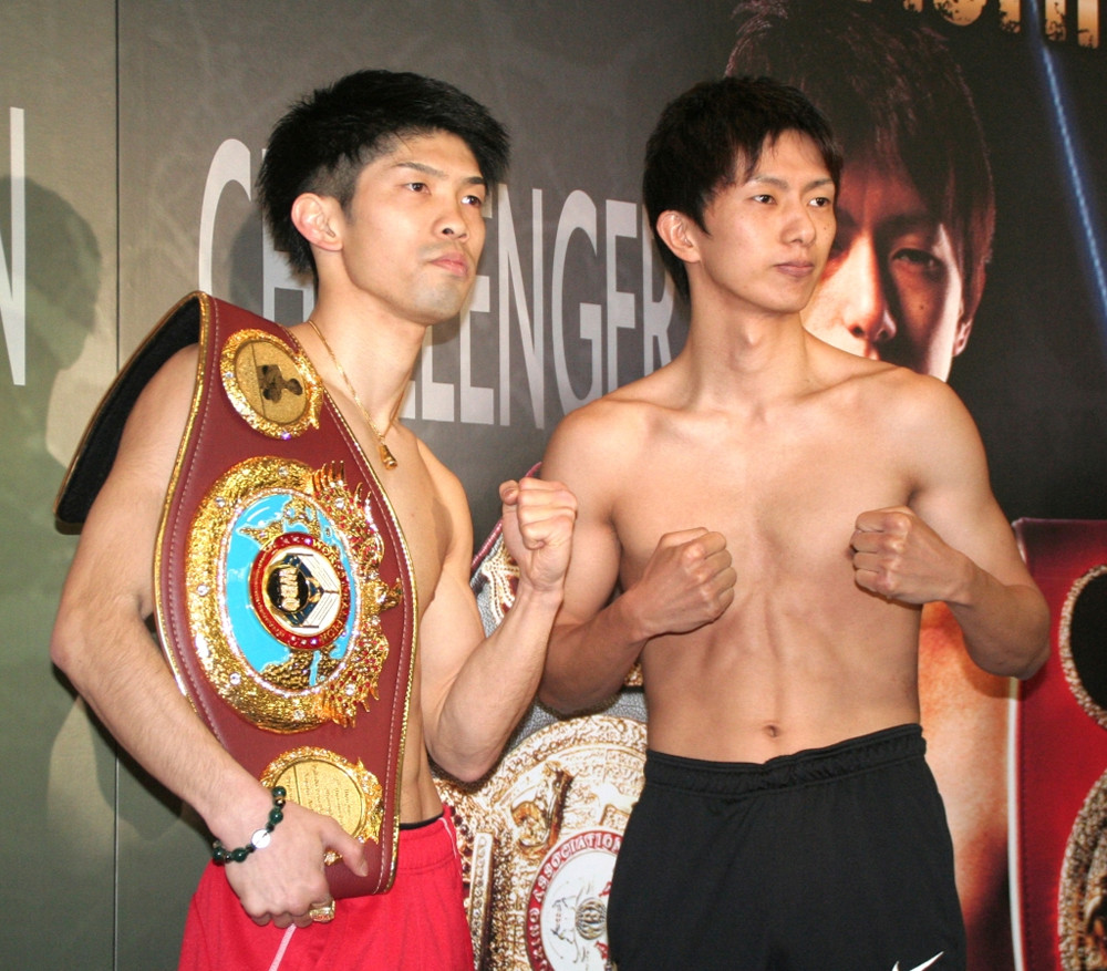 前日計量を共に一発パスした田中恒成(左)と田口良一