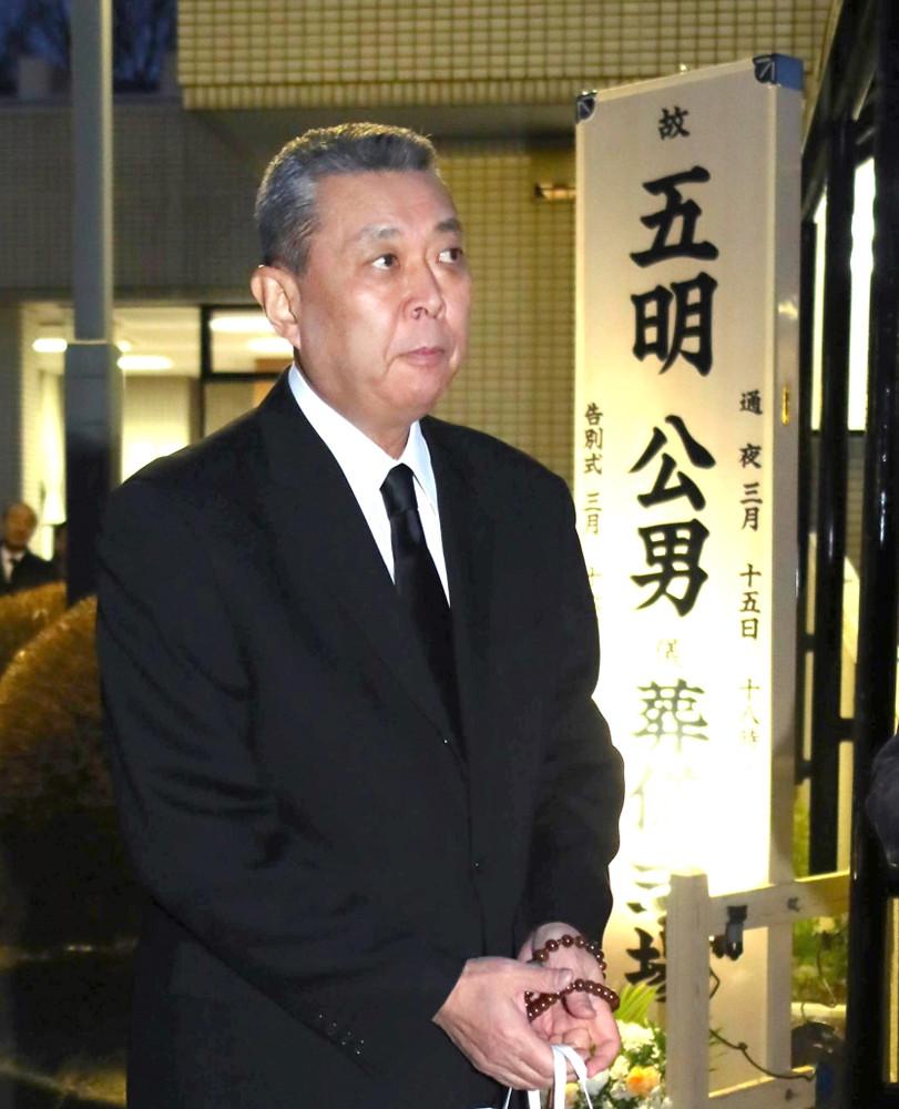 元法大野球部監督・五明公男氏の通夜に参列した江川さん