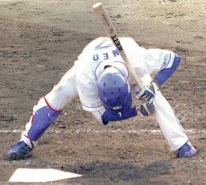 7回2死二、三塁で見逃し三振に倒れた根尾