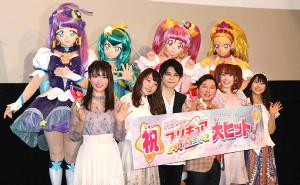 舞台あいさつに参加した(前段左から)小松未可子、小原好美、梶裕貴、田中裕二、成瀬瑛美、安野希世乃
