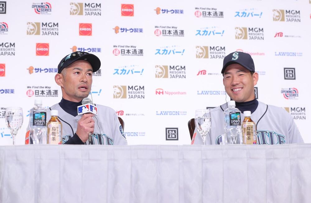 会見に出席した(左から)イチロー、菊池雄星