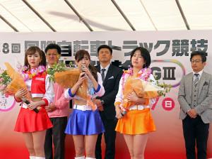 活動休止したスピーチーズとスペシャルゲスト(左から久明千恵、北見直美、櫻庭ヨウ)