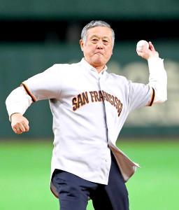 始球式を行った日本人初のメジャーリーガー・村上雅則氏