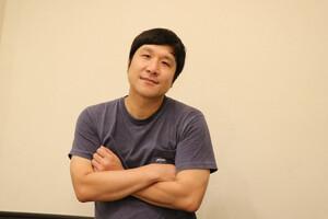 インタビューに答える瀧川鯉八