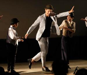 タップダンスを披露する昔昔亭A太郎