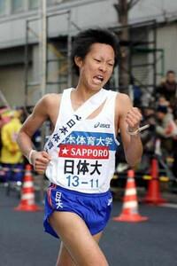第85回箱根駅伝(1月3日・大手町)3位でゴールしガッツポーズする日体大・永井
