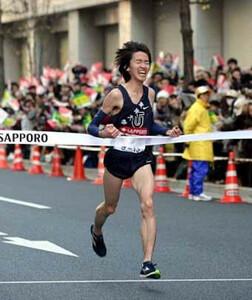 第85回箱根駅伝(1月3日・大手町)初優勝を飾った東洋大のアンカー高見は笑顔でゴール