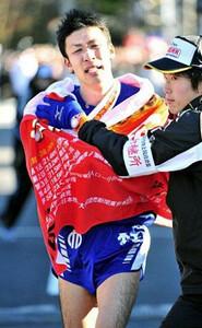 ◆第85回箱根駅伝(1月2日・箱根・芦ノ湖)5区を区間2位のタイムでゴール、昨年の途中棄権のリベンジを果たした順大・小野