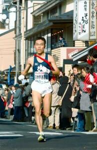 第80回東京箱根間往復大学駅伝競走第1日・往路5区。日本学連選抜・筑波大の鐘ヶ江幸治が見事な9人抜きで区間賞に輝いた。2004年1月2日