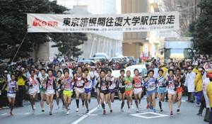 ◆第86回箱根駅伝・往路(2日)往路108キロ先の芦ノ湖を目指し、読売新聞社前をスタートする各大学のランナー達