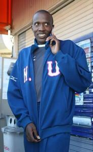 ◆第86回箱根駅伝・往路(2日)2区、11人抜きの2位でタスキを渡した日大・ダニエルは学生最後の箱根を終え、ラジオの電話インタビューを受ける